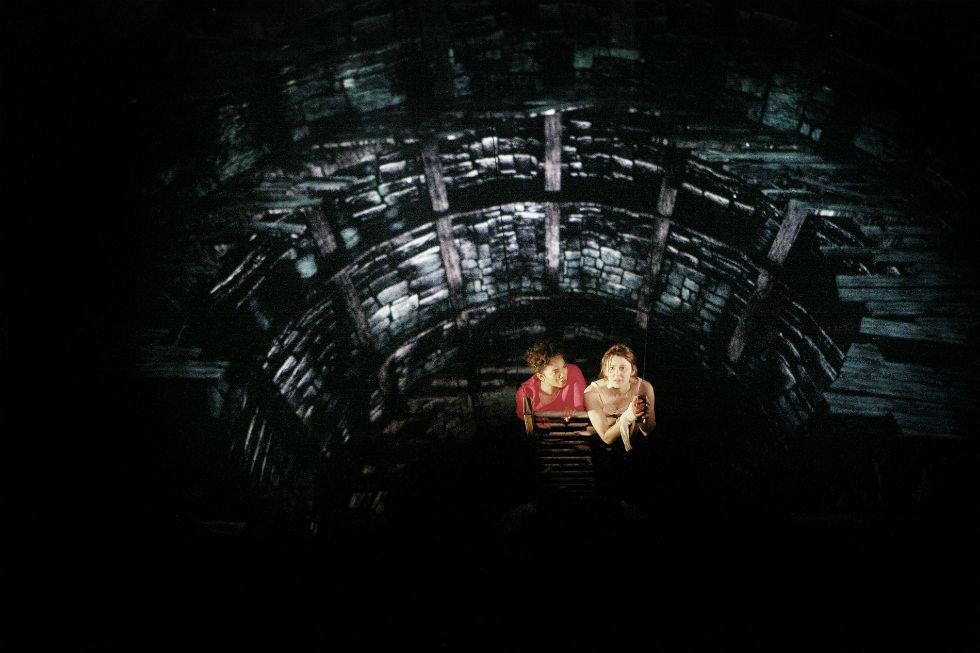 Chipo-Chung-Emily-Bevan-in-The-Haunting-of-Hill-House-at-Liverpool-Playhouse-©-Gary-Calton-slider